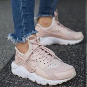 Nike Air Huaraches   Pink/beige   size 10